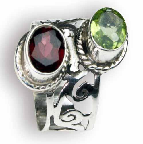 Design 8157: green,red garnet rings