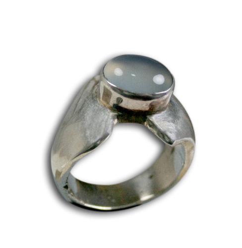 Design 8565: White moonstone rings