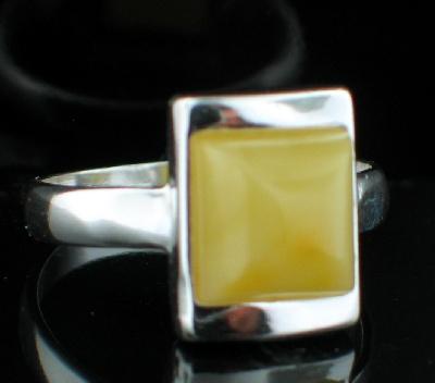Design 8898: yellow amber rings